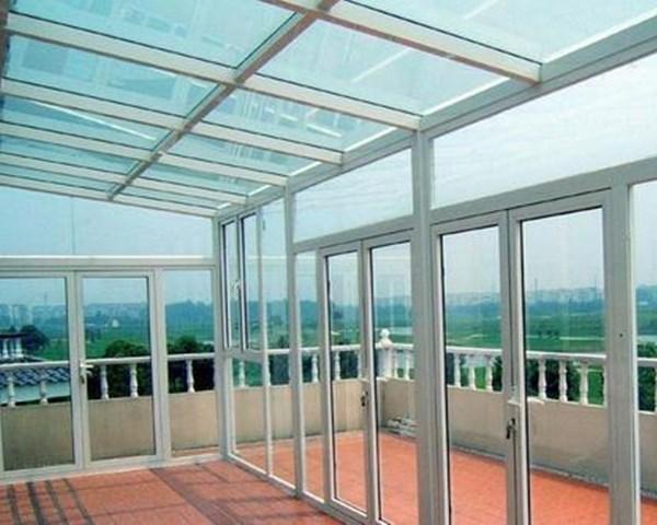 <b>玻璃雨棚</b>